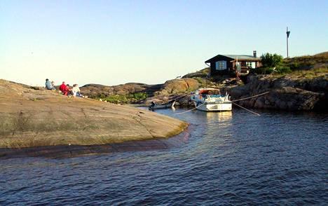 Tove Jansson vietti kesiä Klovharunin saarella.
