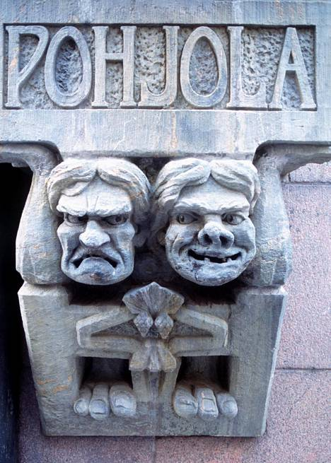Kansallisromanttinen Pohjolan toimitalo sijaitsee Helsingin Aleksanterinkadulla.