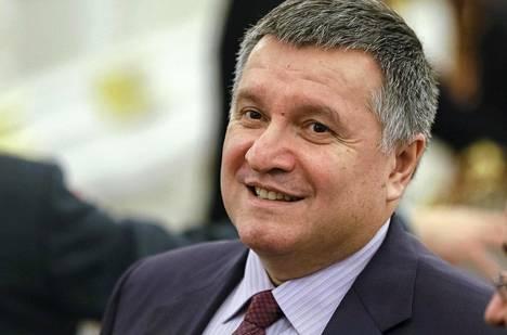 Ukrainan sisäministeri Arsen Avakov puolustaa voimakkaasti alaistaan.