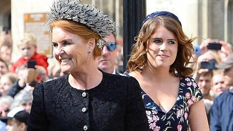 Sarah Ferguson ylisti tyttärensä aviomiestä vuolaasti BBC:n haastattelussa.