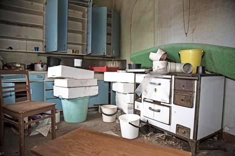 Kaivosperheille rakennetut asunnot edustivat 1940-luvulla ylellisyyttä, jollaiseen ei syrjäkylillä ollut totuttu. Muutamissa taloissa hella lämmitti keskuslämmityksen veden.