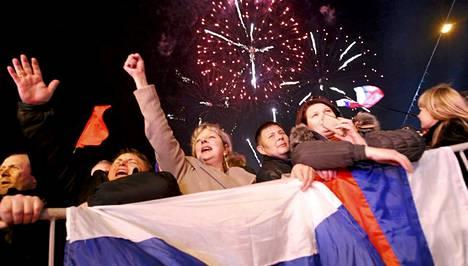 Simferopolissa juhlittiin kansanäänestyksen tulosta.
