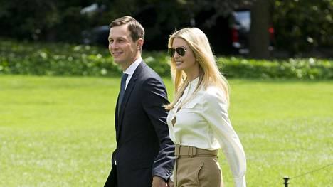 Jared Kushner ja Ivanka Trump Valkoisen talon pihalla 1. kesäkuuta.