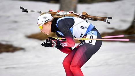 Ingrid Landmark Tandervold kuvattuna Östersundin maailmancup-kilpailussa.