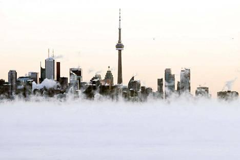 Lake Ontarion höyry nousi Torontoon pakkassäässä.