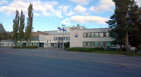"""Suomen villasukkapääkaupungin kaupungintalo, myös """"Mämmilän""""."""