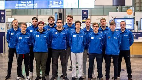 Suomen esports-joukkue kuvattuna Helsinki-Vantaan lentokentällä ennen vuoden 2018 MM-kisoja.