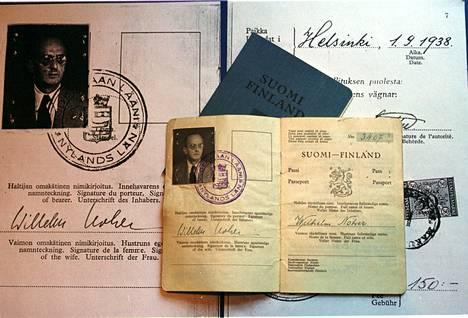 Suojelupoliisin 1960-luvun asiakirjojen mukaan Suomessa toimivilla vakoojilla oli tyypillisesti todella hyvin väärennetyt passit. Kuvassa väärennetty passi Vakoilumuseossa.