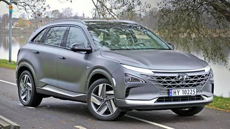 Hyundai on määritellyt Nexon monikäyttöajoneuvoksi. Auto on hyvin valmiin ja tasapainoisen tuntuinen uutuus vetyautojen harvaan joukkoon.