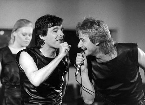 Kirka (vas.) ja Riki Sorsa revittelivät Knokke-ohjelman harjoituksissa Kulttuuritalolla kesäkuussa 1983.