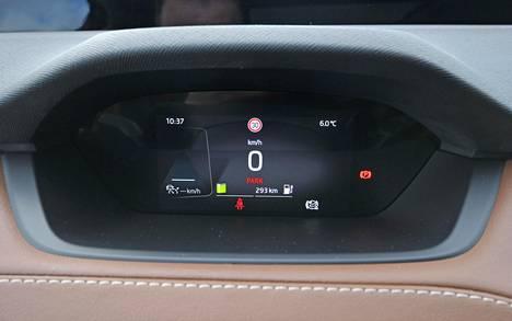 Pienikokoinen digimittaristo on Volkswagen-osalaarista tuttu, mutta Škodalla upotettu kojelautaan.