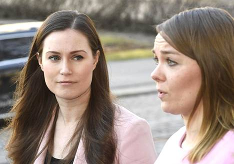 Sanna Marin ja Katri Kulmuni saapuivat hallituksen lisätalousarvion neuvotteluihin Säätytalolle Helsingissä 7. huhtikuuta 2020.