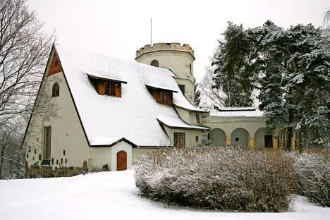 Mary Gallén ja Akseli Gallén-Kallela suunnittelivat ja rakensivat Tarvaspään kodikseen ja ateljeekseen Maryn vanhempien omistaman Albergan kartanon maille.