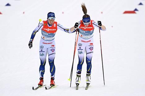 Ruotsin viesti meni poskelleen pitkälti epäonnistuneen voitelun takia. Charlotte Kalla (vas.) lähetti Ebba Anderssonin kolmannelle osuudelle.