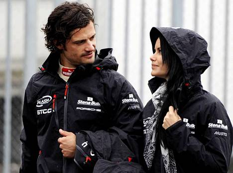 Carl Philip on kunnostautunut myös kilpa-ajajana ja hän ja Sofia ovat tuttu näky varikoilla.