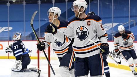 Jesse Puljujärven ketjukaveri Connor McDavid valittiin yksimielisesti NHL:n arvokkaimmaksi pelaajaksi.