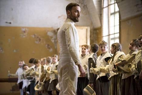 Virossa kuvattu nuortenelokuva Miekkailija sai 3 Jussi-ehdokkuutta. Yksi niistä tuli Märt Avandin näyttelemälle opettajalle.