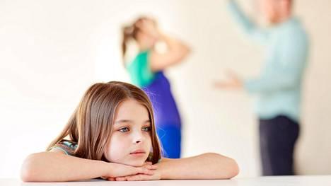 Myös lapsi voi kärsiä vanhempien keskinäisestä sanailusta.