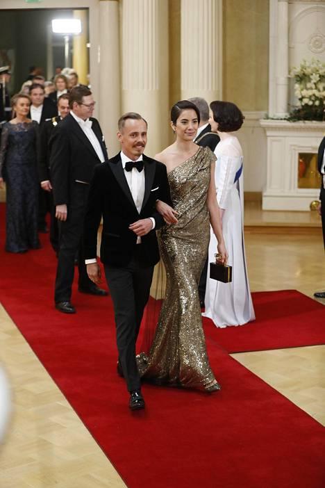 Vanhan ajan glamouria oli nähtävissä esimerkiksi Jasper Pääkkösen seurassa juhliin tulleen Alexandra Escatin puvussa.