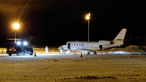 Gulfstream G 150 -lentokoneen kapteeni kuoli koneen oven paiskauduttua häntä päin torstaina Kittilän lentoasemalla.