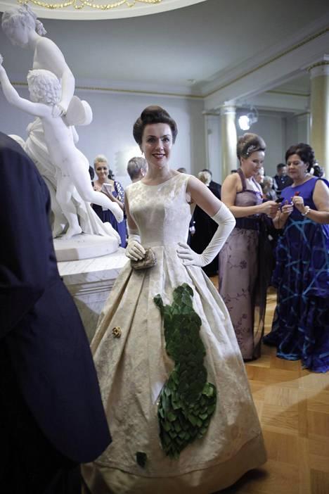 Lisa Sounio vuonna 2011 itsenäisyyttä kunnioittavassa juhlapuvussaan.