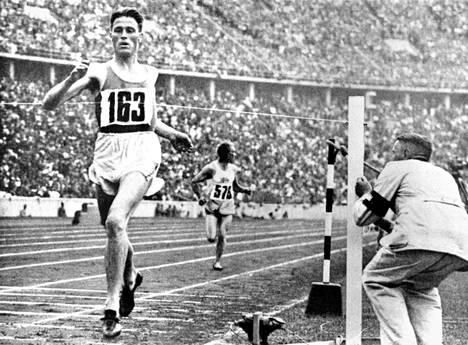 Gunnar Höckertin suuri hetki nähtiin Berliinin Olympiastadionilla 1936.