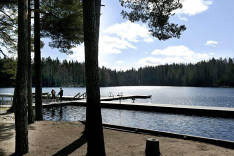 Tapahtumapaikalla Vantaan Kuusijärvellä veden syvyys oli noin 2,3–2,5 metriä.