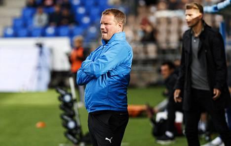 FC Hakan päävalmentaja Teemu Tainio päätti komean pelaajauransa HJK:ssa 2015. Taustalla myös HJK:n päävalmentaja Toni Koskela.