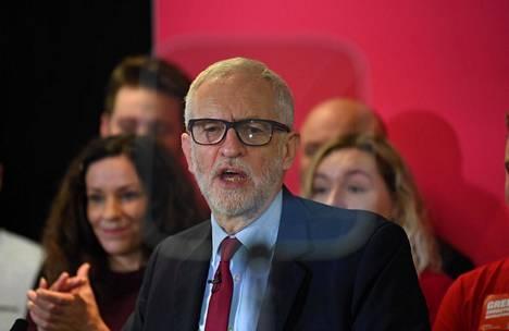 Työväenpuolueen puheenjohtaja Jeremy Corbyn arvosteli valtapuolue konservatiiveja terrori-iskun vuoksi.