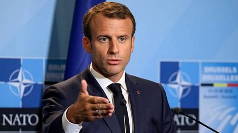 Emmanuel Macron puhumassa Naton huippukokouksessa.