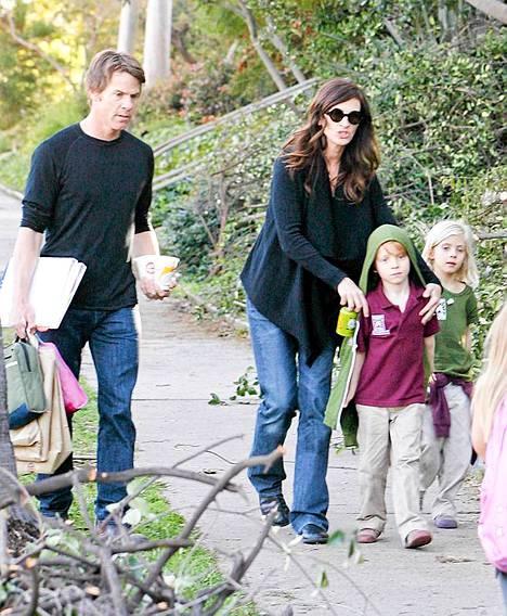 Julia Roberts ja Danny Moder lapsineen