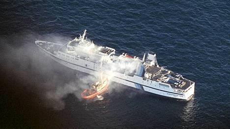 Oslosta Fredrikshavniin matkalla ollut Scandinavian Star syttyi tuleen huhtikuussa 1990.