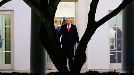 Mitä Donald Trump aikoo? Presidentti ei ole näyttäytynyt julkisesti viime keskiviikon jälkeen ja Twitter-tilin sulkeminen on hiljentänyt hänet.