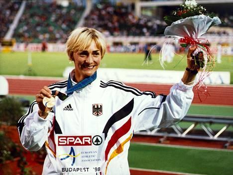 Tässä Drechsler tuulettaa EM-kultaa Budapestissä 1998.