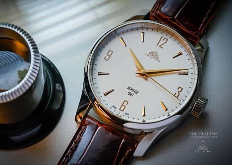 Leijona Oiva Classic on saanut inspiraationsa 1950-luvun tyylistä. Se on nimetty Oiva Perkon mukaan. Kuvan kello maksaa 2 590 euroa.