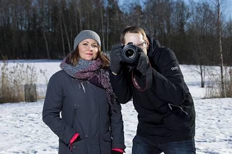 Faye Lawson ja Aleksi Jalava tutustuvat Suomeen kiertueen päätösetapilla.