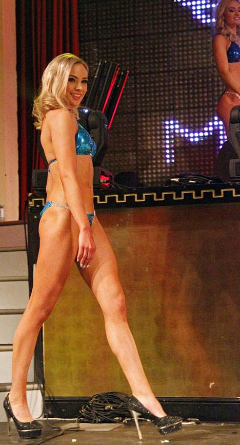 Hannaleena Laaksamo poseerasi tyrmäävänä Miss Helsinki -kilpailun uimapukukierroksella.
