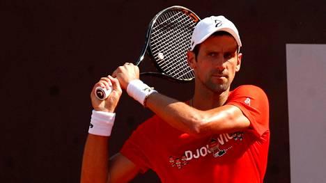 Novak Djokovic valmistautuu massakauteen Italiassa.