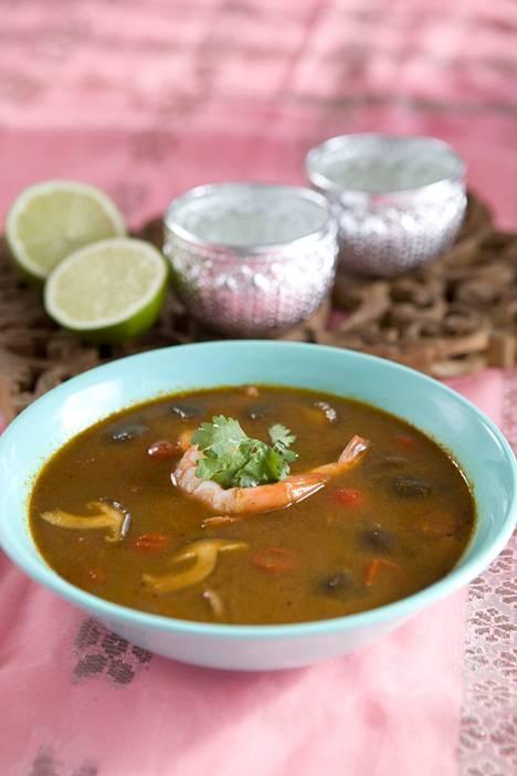 Tom Yam -keitto on yksi aasialaisklassikko, joka on ilmestynyt myös suomalaisiin ruokapöytiin.