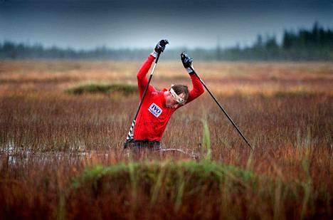 Tämä kuva Mika Myllylästä on jäänyt urheilukuvien historiaan.