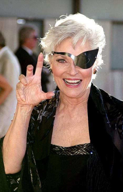 Lee Meriwether osallistui Catwoman-elokuvan ensi-iltaan vuonna 2004. Catrwomanissa Kissanaisen saappaisiin astui Halle Berry.