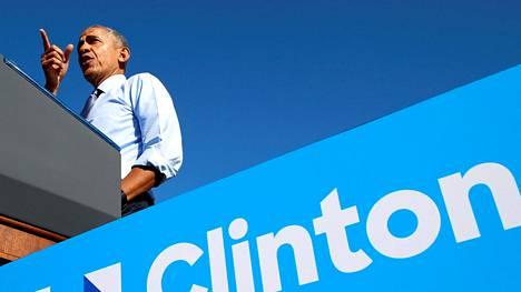 Yhdysvaltain presidentti Barack Obama puhui Hillary Clintonin kampanjatilaisuudessa Michiganin Ann Arborissa.