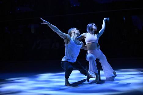 Jannika B tanssii kilpailussa parinaan Aleksi Seppänen.