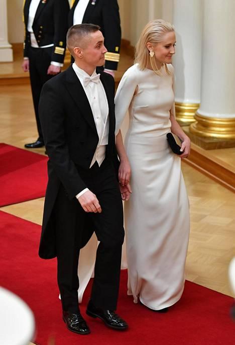 Valentinon puvussa ihastuttanut Siiri Mäkelä valitsi myös Havu-korvikset.