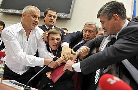 Vitali Klitshko aiheutti kunnon rähäkän Kiovan kaupunginvaltuuston istunnossa tiistai-iltana.