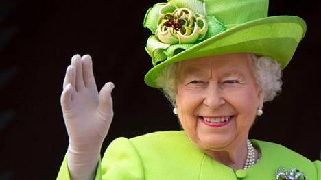 Kuningatar Elisabet on niin arvostettu henkilö, että hänen läsnä ollessaan pätevät monet täysin poikkeukselliset säännöt.