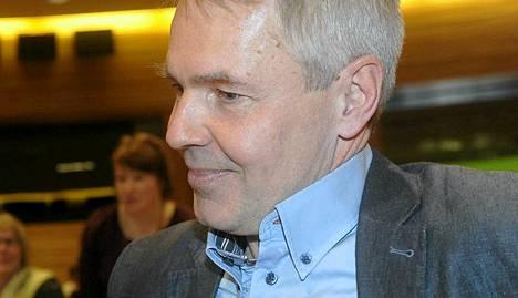 Pekka Haavisti vakuutti keskiviikkoillan lehdistötilaisuudessa jatkavansa Heidi Hautalan linjoilla kehitysministerinä.