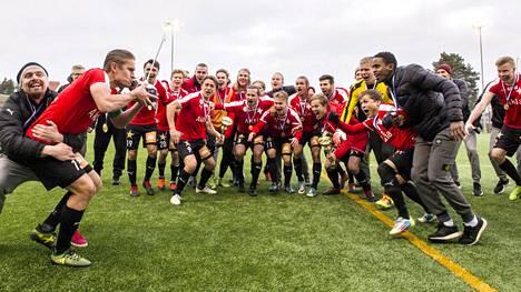 HIFK juhli viikko sitten nousua Veikkausliigaan.