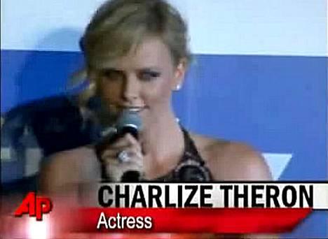 Charlize Theron ei hermostunut luonnovoimien riepottelusta.