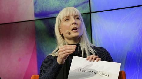 Laura Huhtasaari oli vuosi sitten Perussuomalaisten presidenttiehdokkaana.